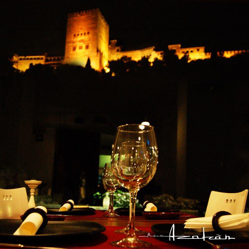 cena-romantica-granada-vistas-a-la-alhambra-ruta-del-azafran